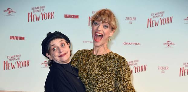 Filmpremiere: Heike Makatsch mit Katharina Thalbach auf dem roten Teppich