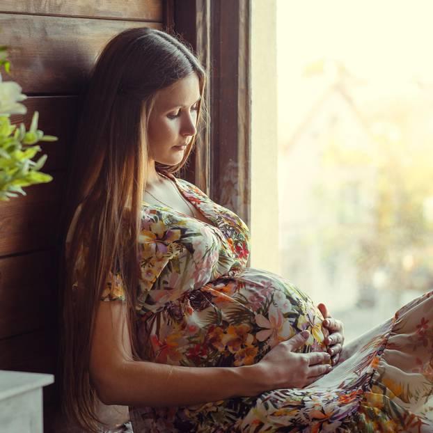 Fruchtbarkeits-Kaugummi: Frau mit Babybauch