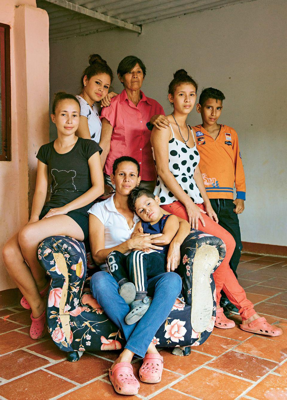 Venezuela-Flüchtlinge: Das müssen die Frauen durchleben: Familie mit Nachbarskind