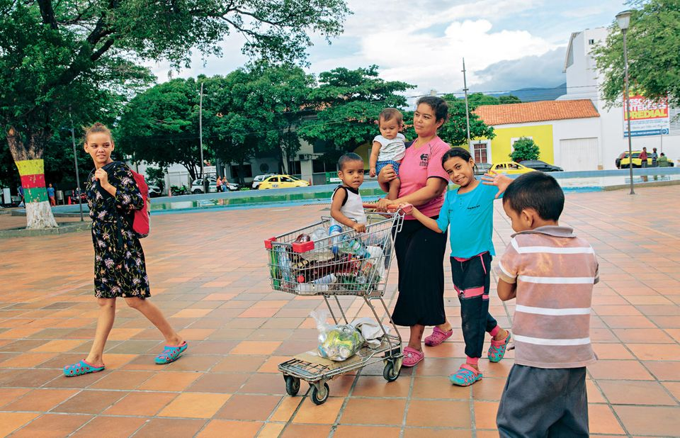 Venezuela-Flüchtlinge: Das müssen die Frauen durchleben: Frau mit ihren Kindern