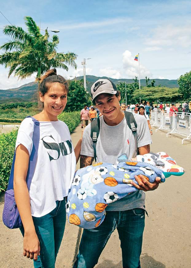 Venezuela-Flüchtlinge: Das müssen die Frauen durchleben: Junges Paar mit Baby