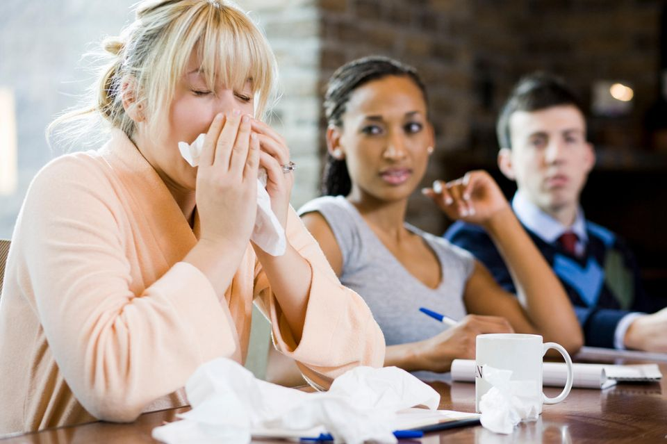 Warum krank zur Arbeit schleppen total krank ist