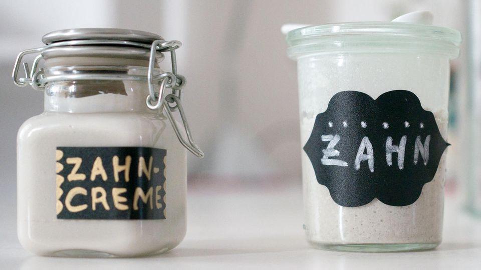 Zahnpasta selber machen: Zahncreme in Glas
