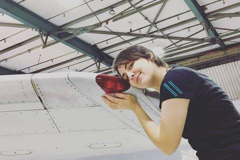 Michèle liebt ein Flugzeug – eine schwierige Fernbeziehung