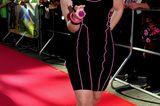 Beatrice Egli: posiert mit schwarzem Kleid