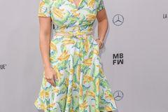 Beatrice Egli: posiert im Sommerkleid