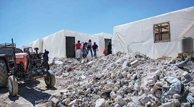 """Spendenaktion für syrische Flüchtlingskinder mit """"Ein Schal fürs Leben"""": Abriss von Häusern"""