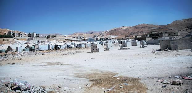 """Spendenaktion für syrische Flüchtlingskinder mit """"Ein Schal fürs Leben"""": Camp der Märtyrer"""