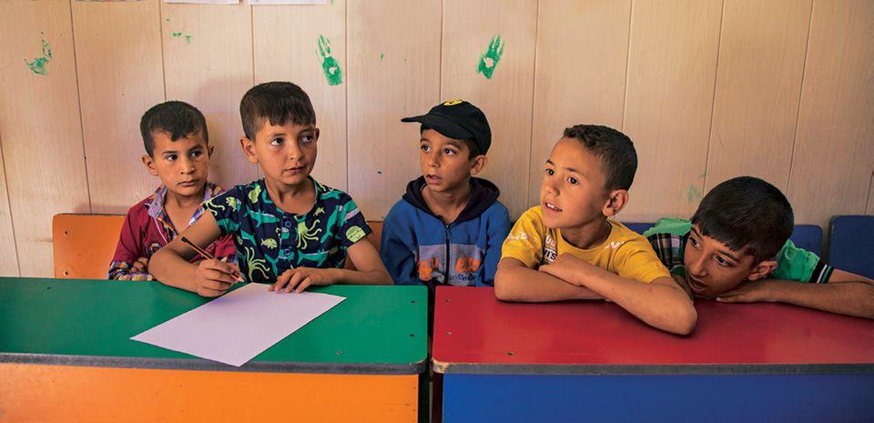 """Spendenaktion für syrische Flüchtlingskinder mit """"Ein Schal fürs Leben"""": 5 Kinder"""