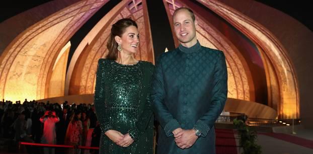 Verdächtige Geste: Herzogin Cather an der Seite von Prinz Willian am 15. Oktober 2019 in Pakistan.