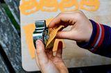 Halloween DIY für Kinder - 4 Anleitungen: Käse ausstechen