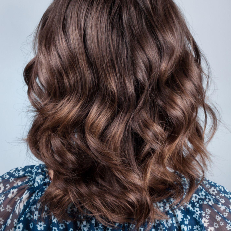 Einfache Frisuren: Frau mit offenen Haaren