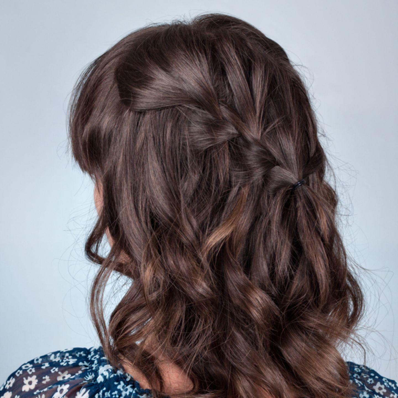 Einfache Frisuren: Frau mit Flechtfrisur