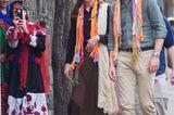 Den Mantel und den dazugehörigen Hut tauschte Kate später gegen eine farbenfrohere Variante, die ihrem gedeckten Look einen schönen Akzent verleiht.