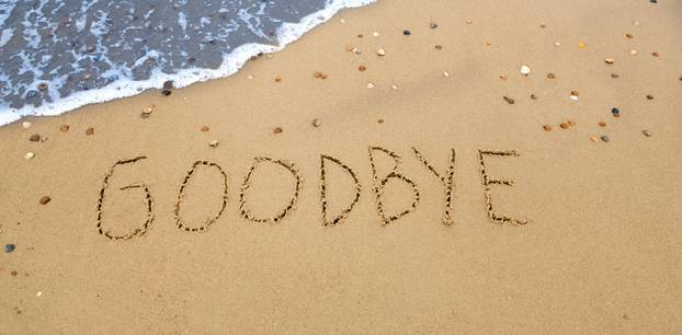 Was mir in meiner Trauer geholfen hat: Ein in den Sand an einem Strand geschriebenes Goodbye