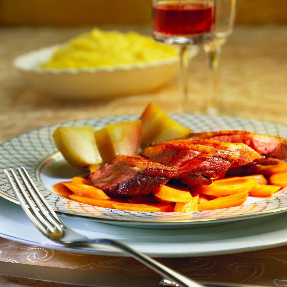 Entenbrust mit karamellisierten Äpfeln und Portwein-Soße