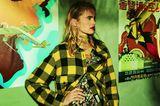 Mustertrends 2019: Mix & Match im Herbst: gelbes Flanellhemd und Blumenkleid