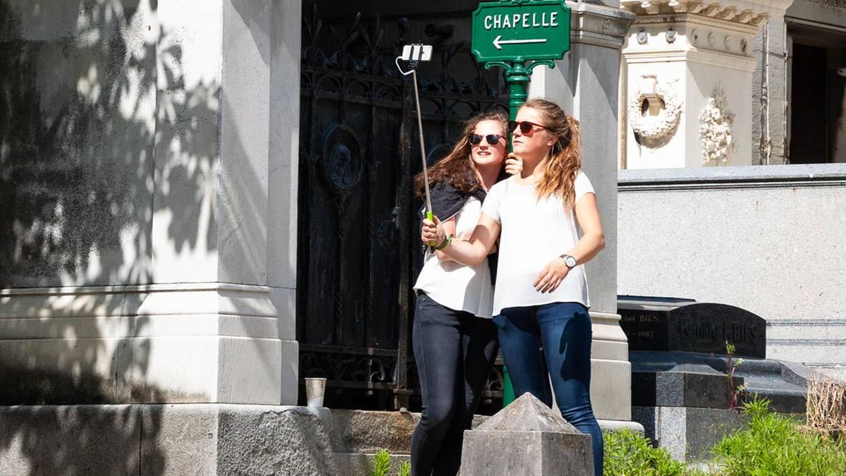 echt-jetzt-darum-machen-immer-mehr-menschen-beerdigungs-selfies
