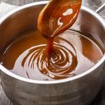 Karamellisieren: Karamell in einem Topf