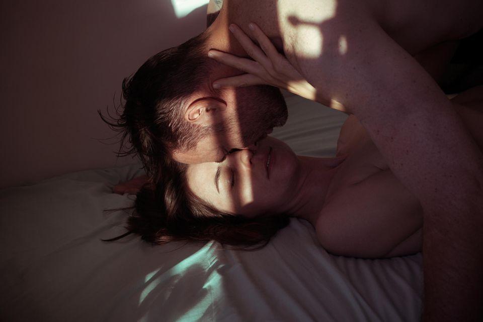 Sex mit einem verheiratete Mann: Mann und Frau im Bett