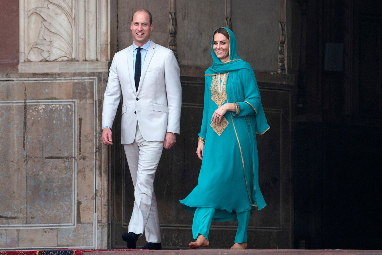 Herzogin Kate + Prinz William: kommen barfuss aus einer Moschee