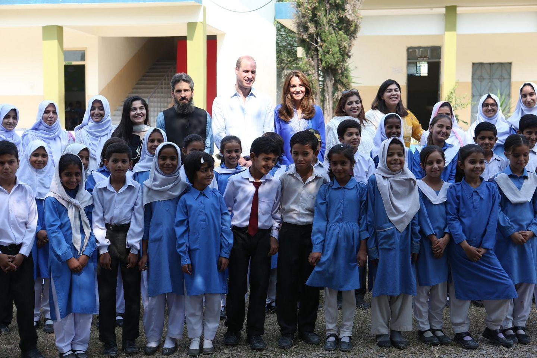Herzogin Kate + Prinz William: zusammen mit einer Schulklasse