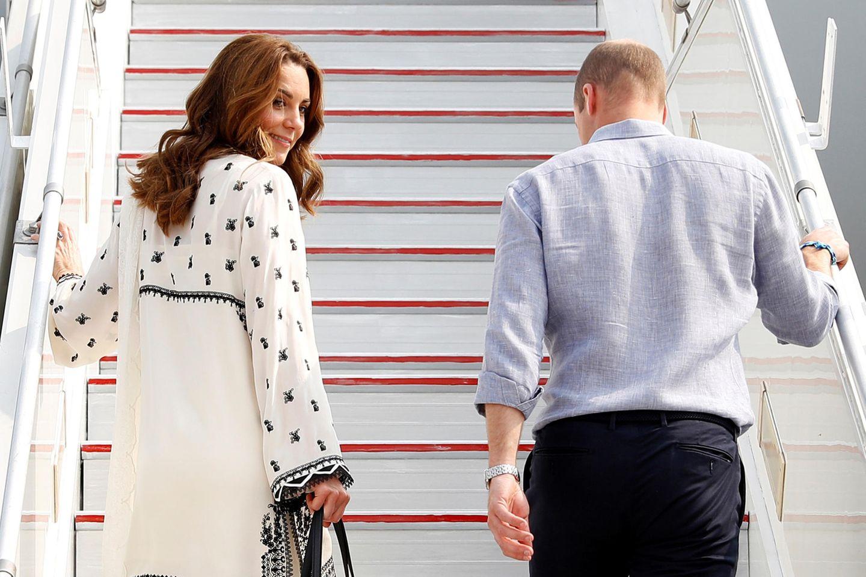 Herzogin Kate + Prinz William: besteigen eine Treppe