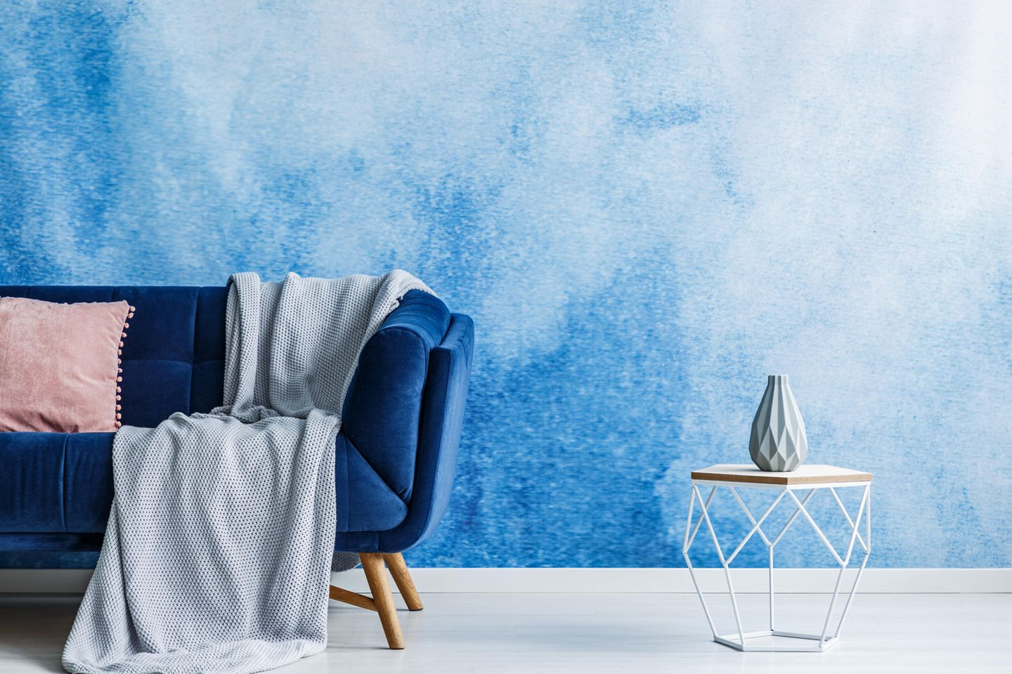 Wandgestaltung mit Farbe: Wand in Ombré-Look