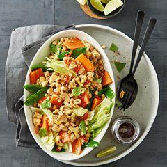 Thai-Salat mit Hähnchen und Papaya