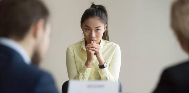 Interne Bewerbung: Frau beim Vorstellungsgespräch