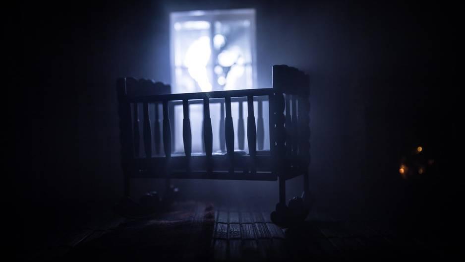 Gespenst im Babybett