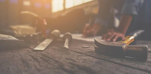 Familie sucht altes Werkzeug
