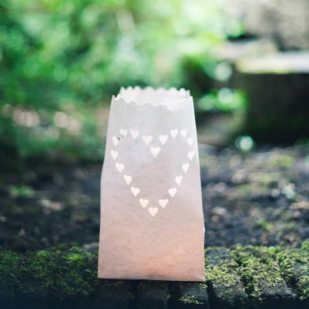 Basteln mit Butterbrottüten: Butterbrottüte als Laterne