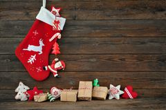 Nikolausstiefel basteln: Nikolausstiefel aus Stoff und Geschenke