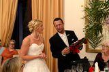 Hochzeit auf den ersten Blick: Bräutigam zwinkert Brau zu