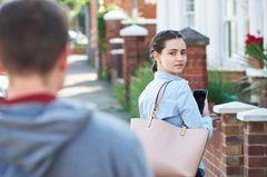 StalkerAngriff: Die Spiegelung in ihrem Auge verriet ihren Wohnort