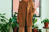 Camel Coat: Diese Modelle tragen wir 2019: Flauschmantel zu weiter Hose