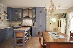 Wohnküche Ideen: Küche im Landhausstil