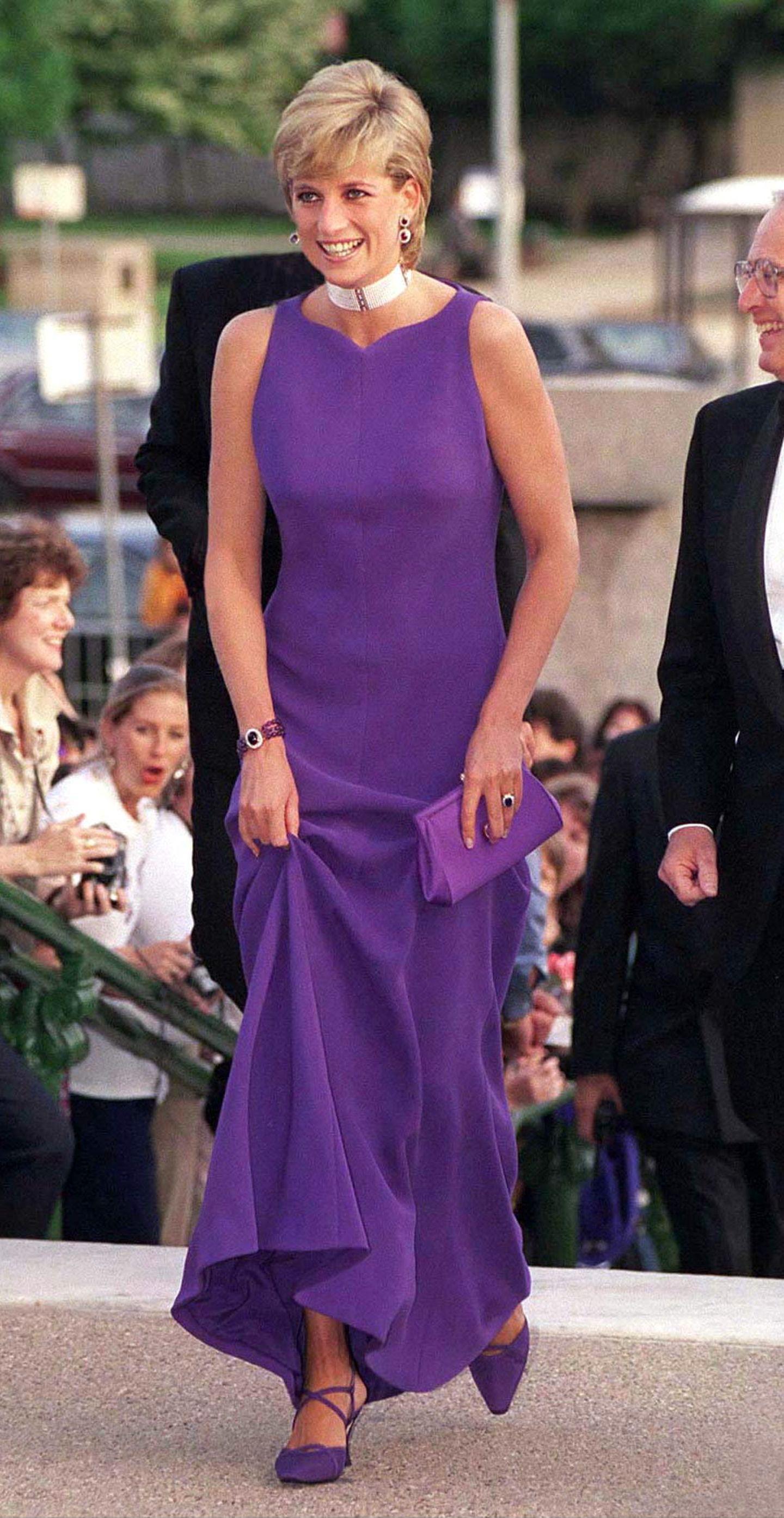 Lady Dianas Looks: Prinzessin Diana im lila Kleid