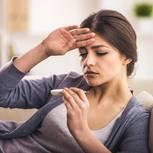 Fieber: Frau misst Fieber