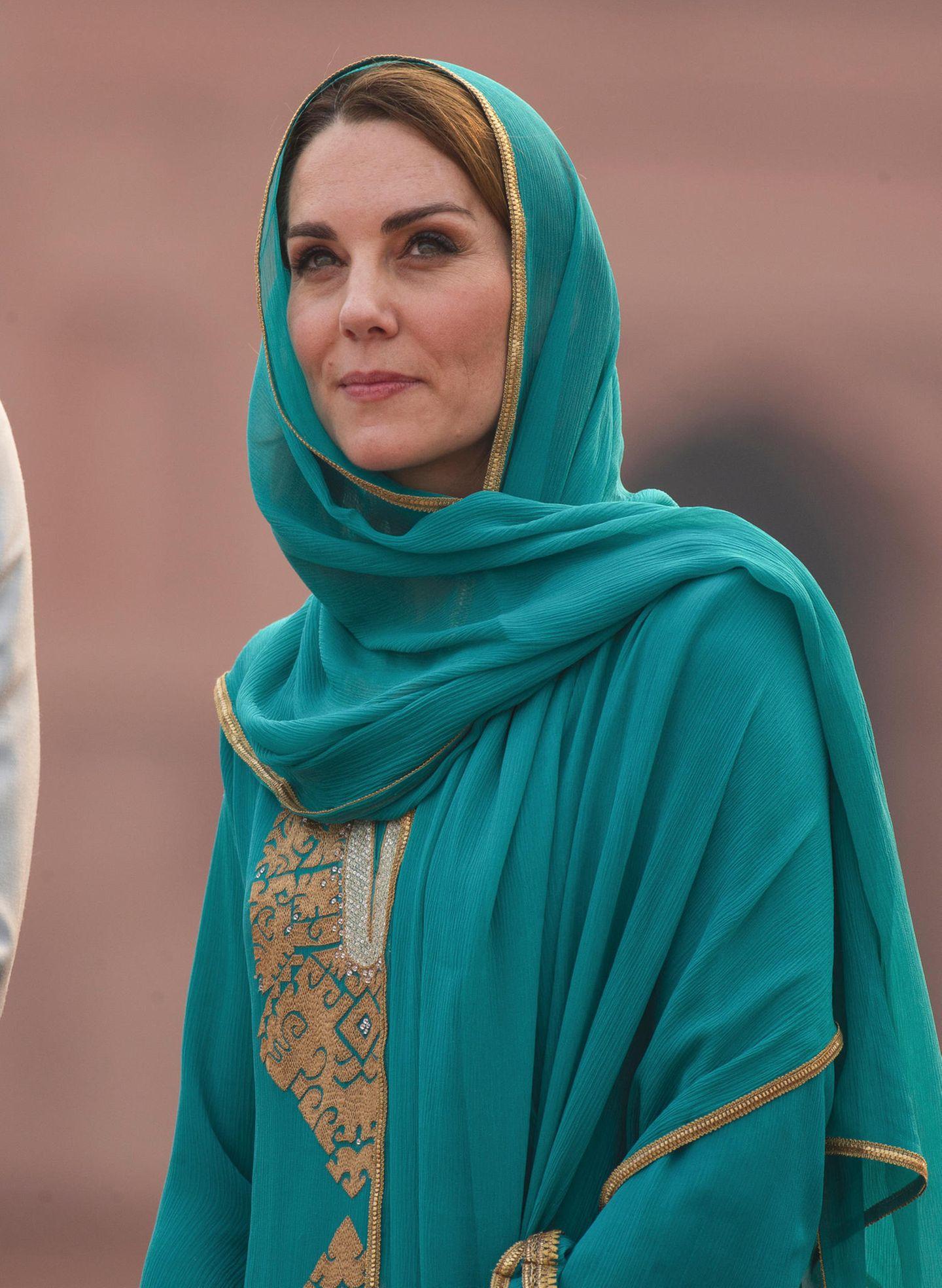 Lady Dianas Looks: Kate Middleton mit Kopftuch