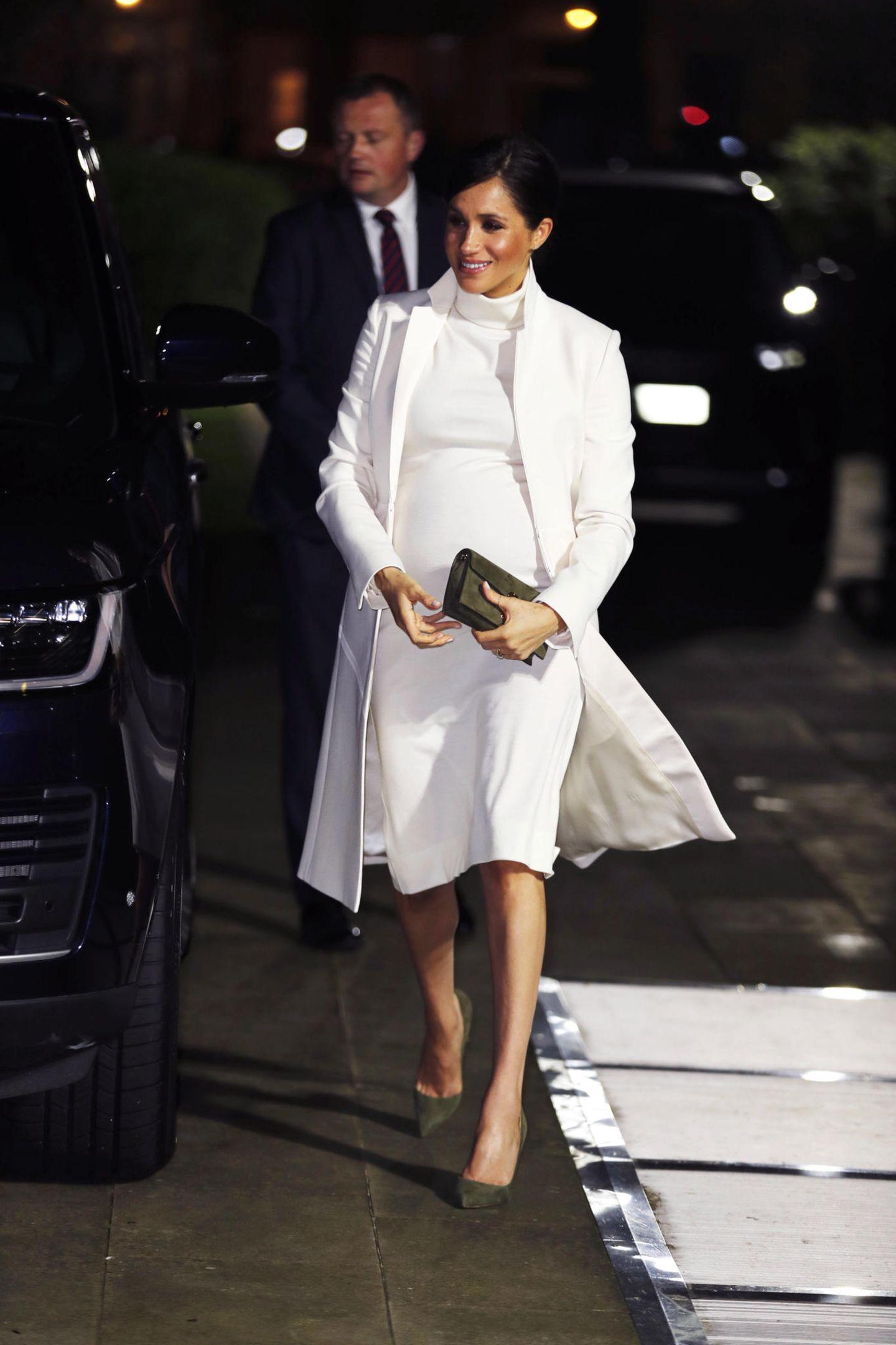 Lady Dianas Looks: Meghan Markle mit weißem Mantel