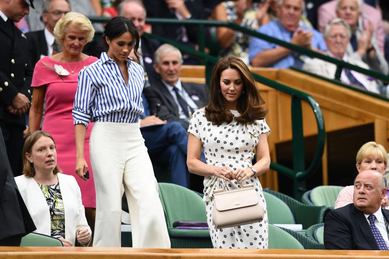 Lady Dianas Looks: Meghan Markle und Kate Middleton im Publikum