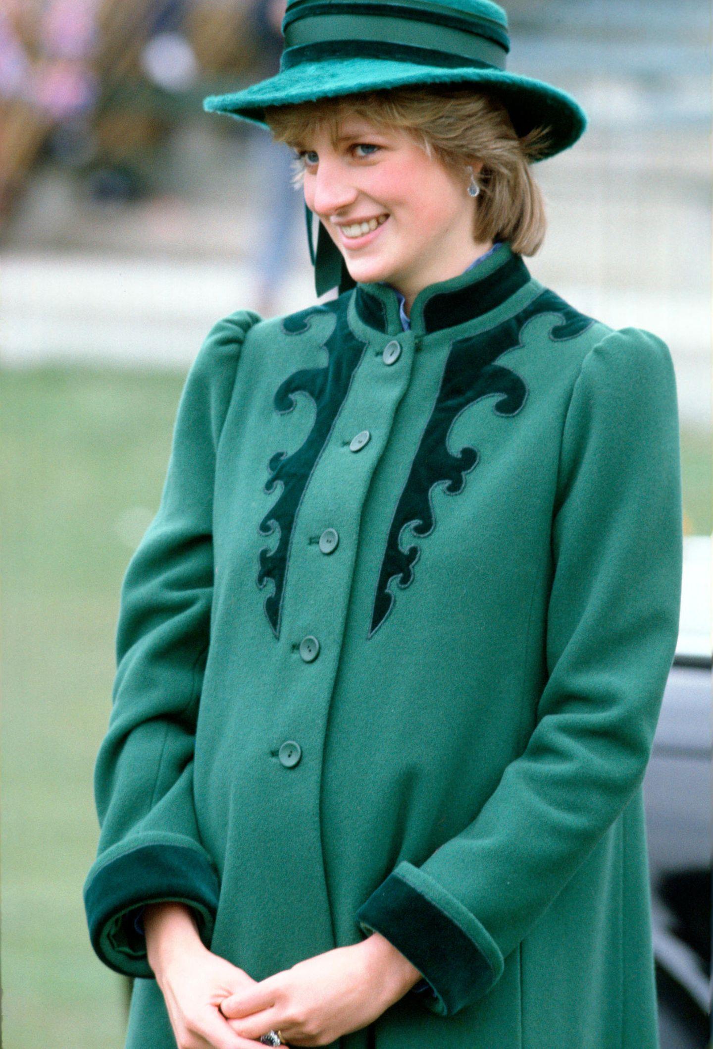 Lady Dianas Looks: Prinzessin Diana mit grünem Mantel und Hut