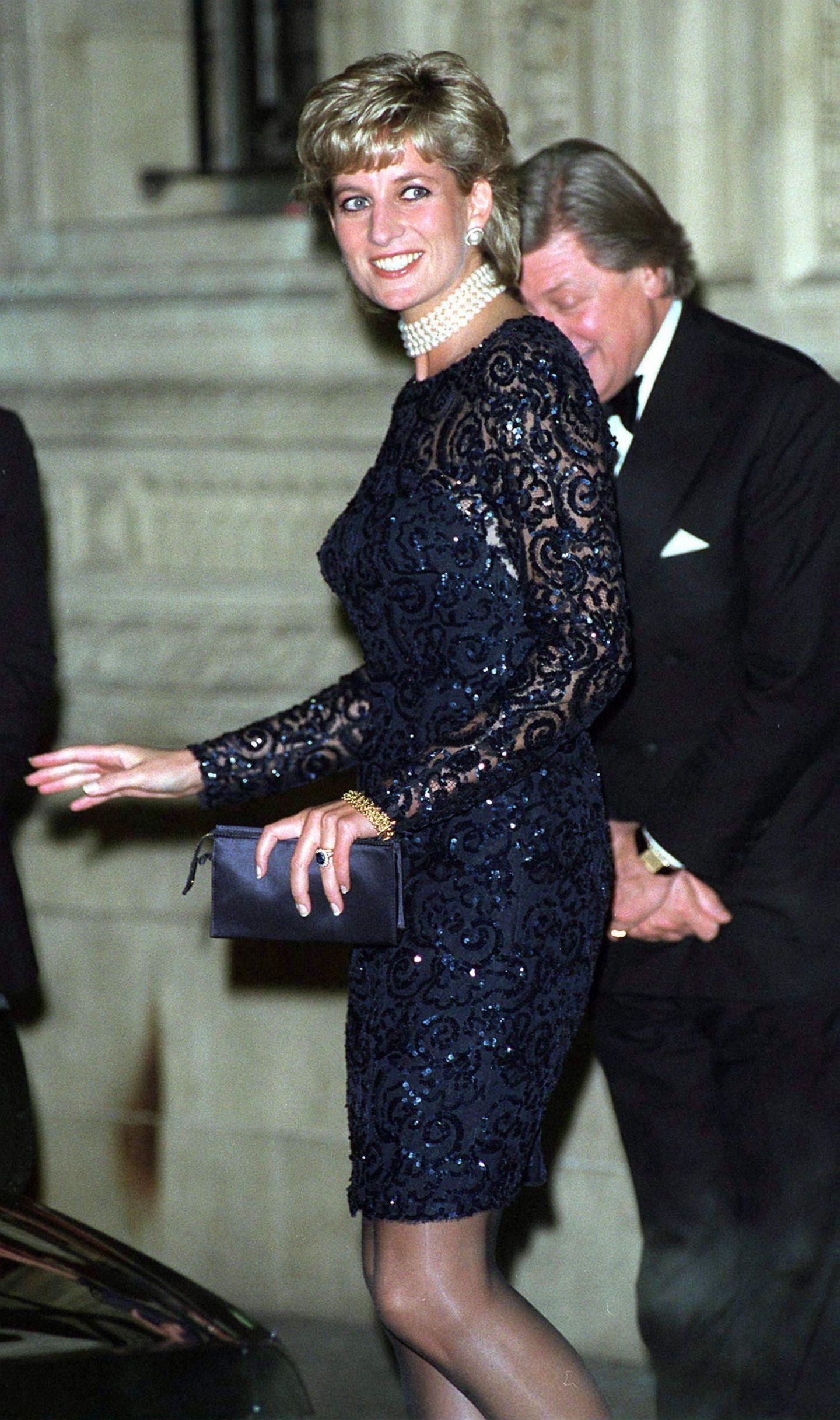 Lady Dianas Looks: Prinzessin Diana im schwarzen Kleid