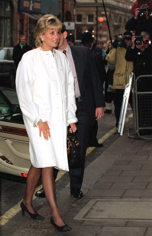 Lady Dianas Looks: Prinzessin Diana mit weissem Mantel
