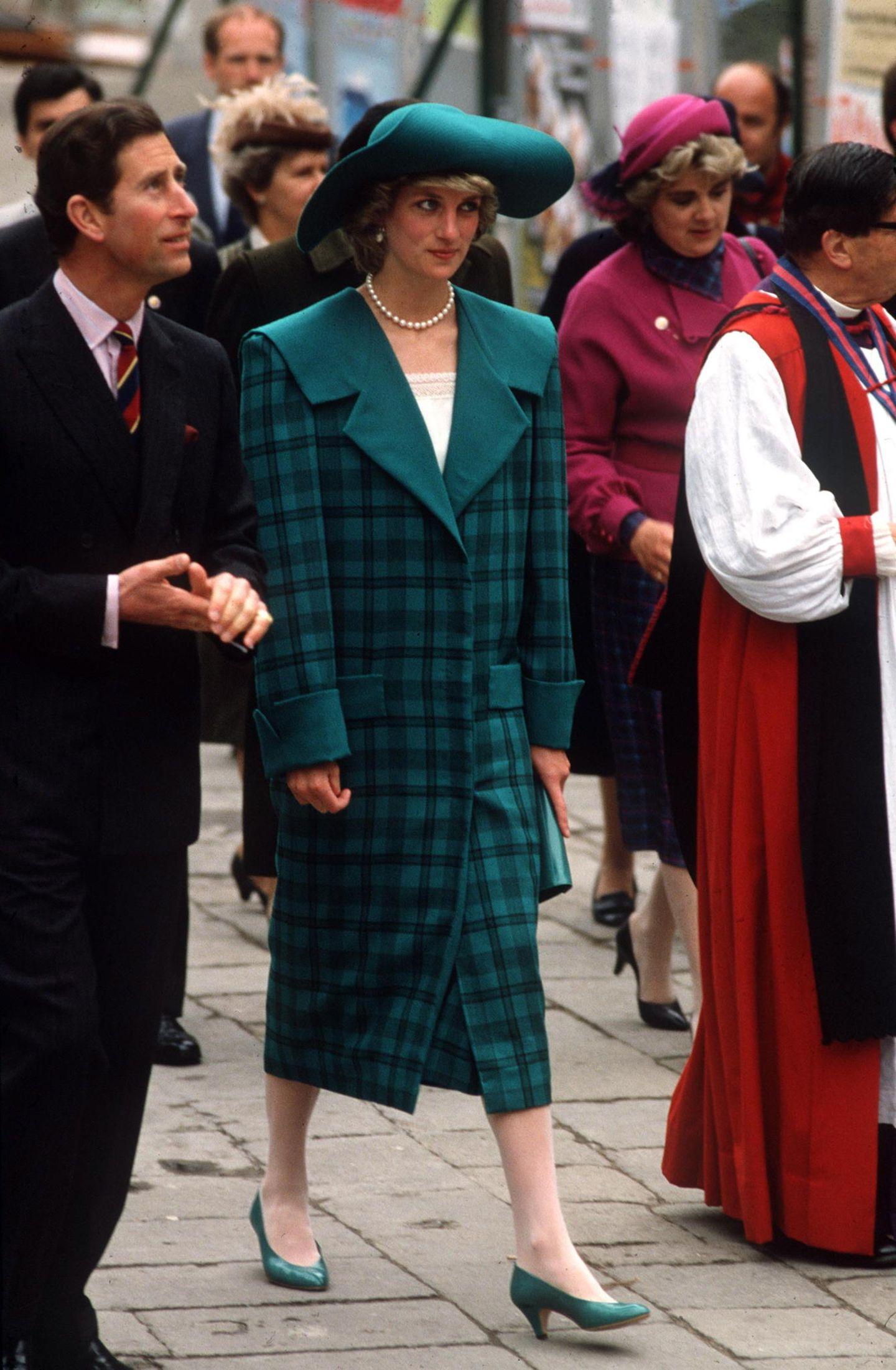 Lady Dianas Looks: Prinzessin Diana mit Prinz Charles unterwegs