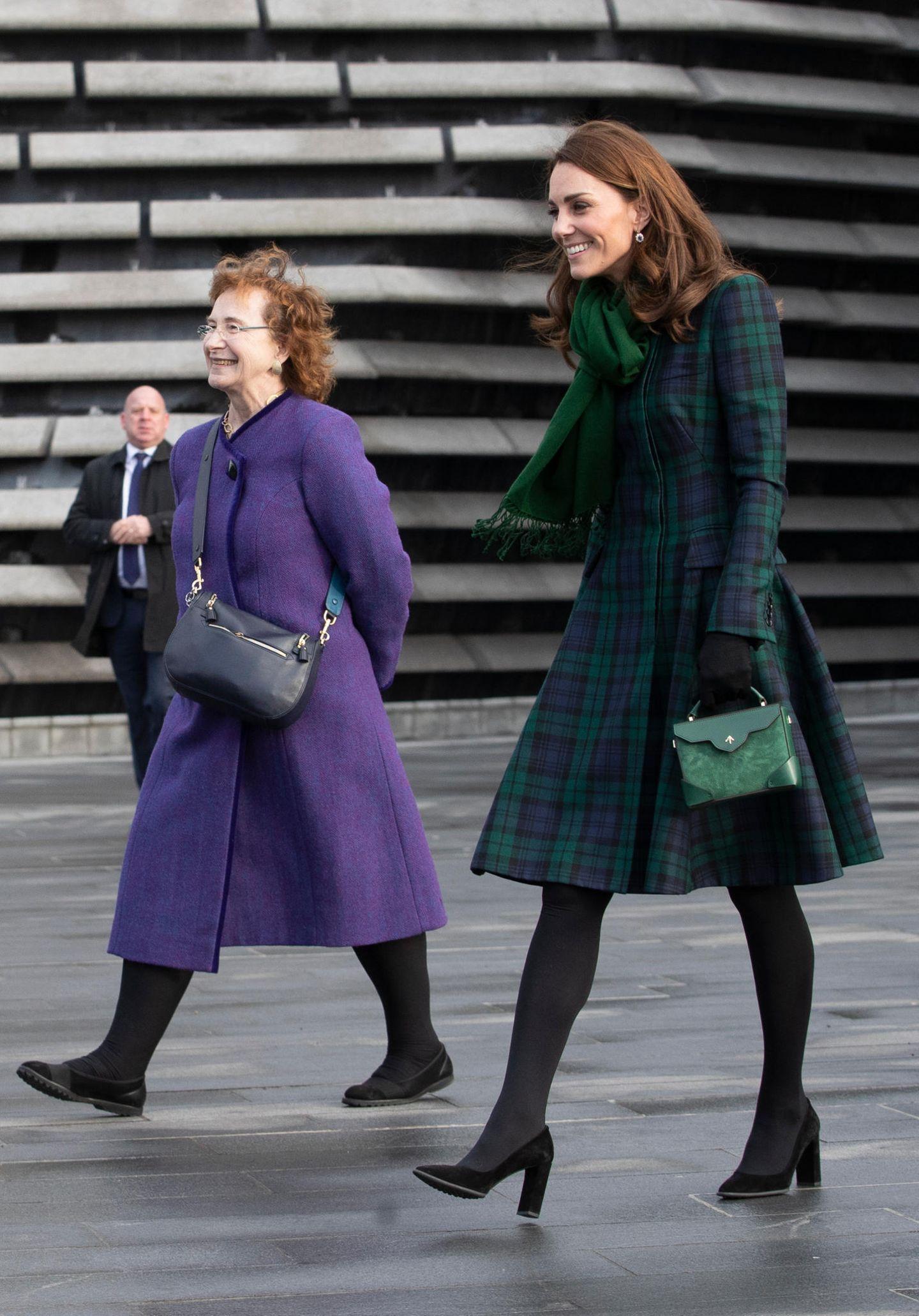 Lady Dianas Looks: Kate Middleton im karierten Mantel