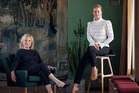 Jung aussehen mit 70 - Zustand super, Zahl unpassend: Barbara Schöneberger und Maren Kroymann