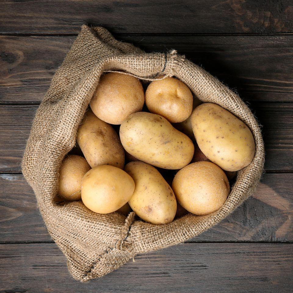 Kartoffeln einfrieren: Kartoffeln in einem Sack